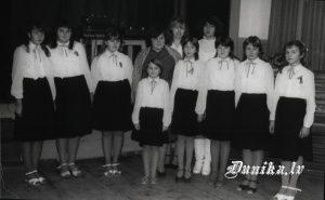 Meiteņu ansamblis- 2. vietas ieguvējs Liepājas rajona dziesmu skatē, vadītāja Rita Akmentiņa