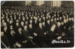 Jaunsaimnieku kongress Rīgā. Ceturtā rindā no kreisās Dunikas pagasta delegācija 1931 28. februārī Miķelis Nēzduļķins, ......... Lauksargs