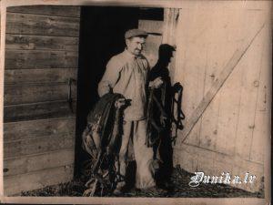 Pēteris Strolis ar zirgu lietām