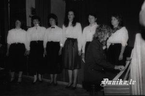 Sikšņu skolotāju ansamblis, vadītāja- Landra Valdmane Dunikas pagasta 75. gadu jubilejā- Astra Rancāne, Dita Role, Māra Daize, Evija Bērta- Rubene, Ausma Rozentāle, Agrita Brizga.