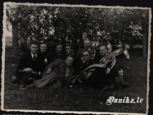 Sikšņu pūtēju orķestris. Jēkabs Brizga, Alfrēds Sīklis, Arvīds Slamsts, ......... Pumpurs (Aniķis)