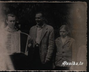 Akordeonists Ēriks Jakubovskis, Irinejs Ivanovs, Ilmārs Kundziņš