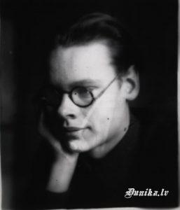 Pēteris Graudužis. Komjaunietis, Pionieru vadītājs, fotogrāfs