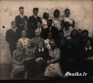 Psihologa lekcijas dalībnieki Dunikas pagasta namā 1936 gadā.