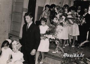 Pilngadības svētki Dunikas Tautas namā- gaviļniekus ieved Oļģerts Kairis