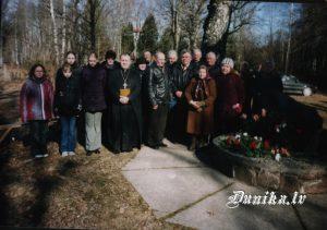 Piemiņas brīdis pie Golgātas baznīcas Represēto piemiņas akmens.