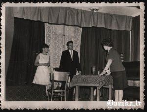 Pašdarbības teātra grupa. No kreisās- Marija Tretjakova, Palapis Arvīds, Vilma Cvībele