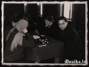 Dambrete. Valdis Mackars, Anita Vilkaule.