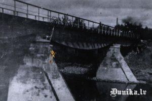 Vīles tilts- šaurliežu dzelzsceļa tilts pār Bārtas upi.