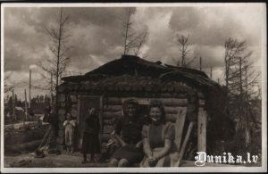 Pēc kara ar pieejamajiem materiāliem ātri atjaunota ēka.