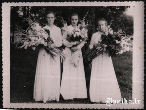 """Iesvētību bilde- Kā saka Anna- """"Visas trīs pašu meitenes"""""""