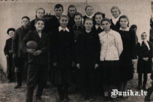 Krievu skolnieki klasē Ivanovkā.