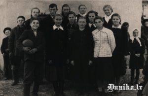 Krievu skolnieki Ivanovkas klasē. Varētu būt & klase.