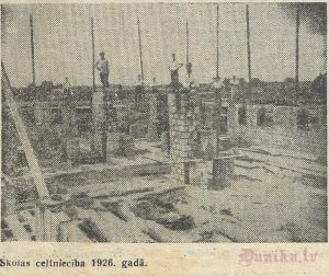Sikšņu skolas celtniecība 1926. gadā.