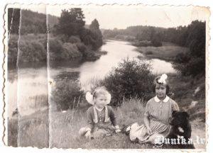 Tā pati vieta Bārtas upes krastā Kārļa Ļubīna jaunībā vasarā.