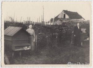 Mamma un paps pie bišu stropiem, Mūsu māja, Ivanovkā 1957.g.