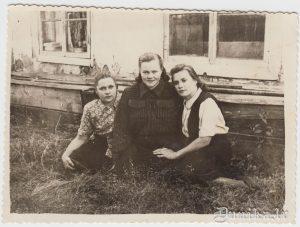 """Laima, Valija (no Raunas), Zelma no Rucavas, Arī """"deju muzikantu"""" dziedātājas (daļa)."""