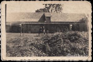 Žābaku mājas, kaimiņš, Juris Būris ar tēvu.