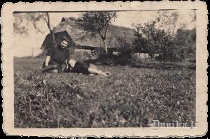 Žābaku māja, Juris Būris ar mammu.