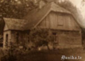 """Laimas Zābakas dzimtās mājas """"Dambenieki""""."""