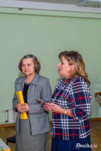 Konferences vadītāja Anita Helviga dod vārdu Benitai Laumanei.