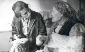 Latvijas Valsts Universitātes studente Zaiga Burnicka sarunā ar Ēnu māti - Ķērstu Ēnu.
