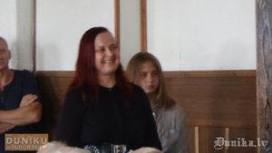 Kristīne Jākobsone ar savu meitu.