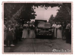 Svētku dalībnieku sagaidīšana Sikšņos 1958. gads.