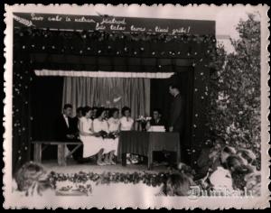 Viņiem palika astoņpadsmit 1962. gadā, bet attēlā vēl mazliet jūtama bērzu un ozolzaru smarža un pārpildītas zāles siltā elpa.