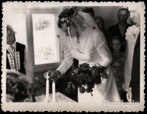 Svinīga laulību reģistrācija vienmēr ir neaizmirstams notikums, bet īpaši silti to izjūt pašu ciema izpildu komitejā.