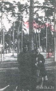 Alma un Pēteris Sungāli Rīgas zooloģiskajā dārzā 1937. gadā.
