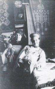 1941, gadā izsūtītās Anna Sileniece- Kviešone, Alma Blauzde- Sungāle 1936. gadā.