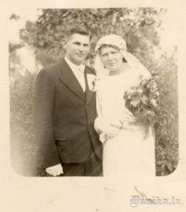 Anna un Jānis Rucavā kāzu dienā.