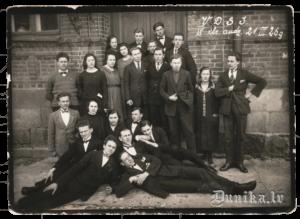 1927.gada 21. marts. Attēlā V.D.SJ. 4. klases audzēkņi.