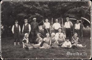 Rudzu pļāvēji kopējā bildē.1935. gads.