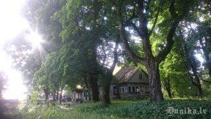 """""""Luknes"""", bijusī Luknes mežņiecības ēka. Skats no gala."""